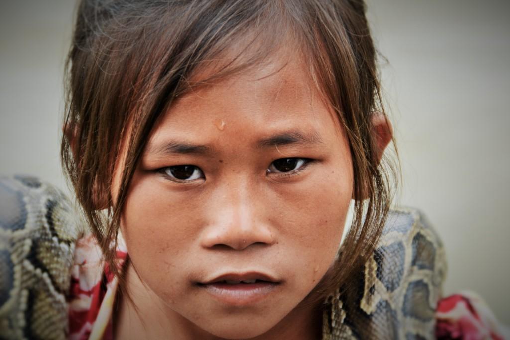 Khmer-Mädchen mit Schlange